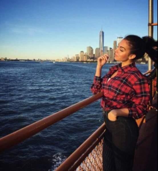 En bateau sur le fleuve Hudson, à Manhattan, Georgina Rodriguez est rêveuse.