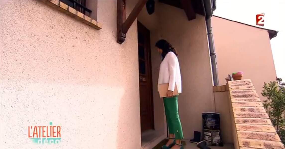 On commence notre diaporama avec Aurélie Hemar, qui coordonne son pantalon vert avec ses escarpins