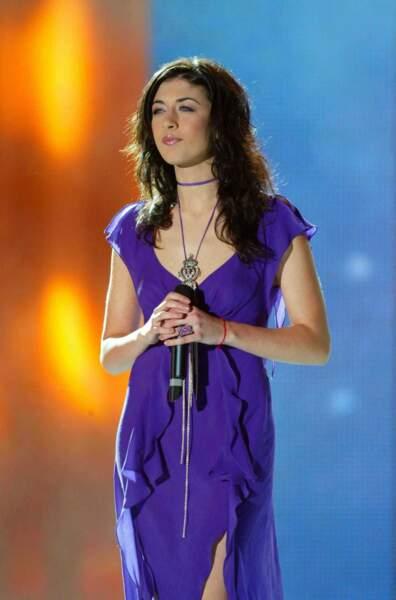 2004 : Dans sa robe violette, Nolwenn a régalé les téléspectateurs de la Fête de la musique (France 2)