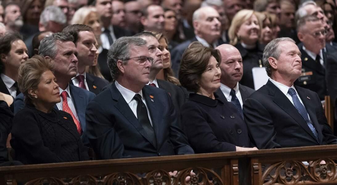 Les deux frères George et Jeb Bush avec leurs épouses, Laura et Columba, au premier rang