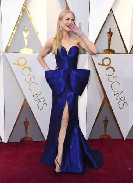 Nicole Kidman dans une robe totalement insolite, et ça la fait rire