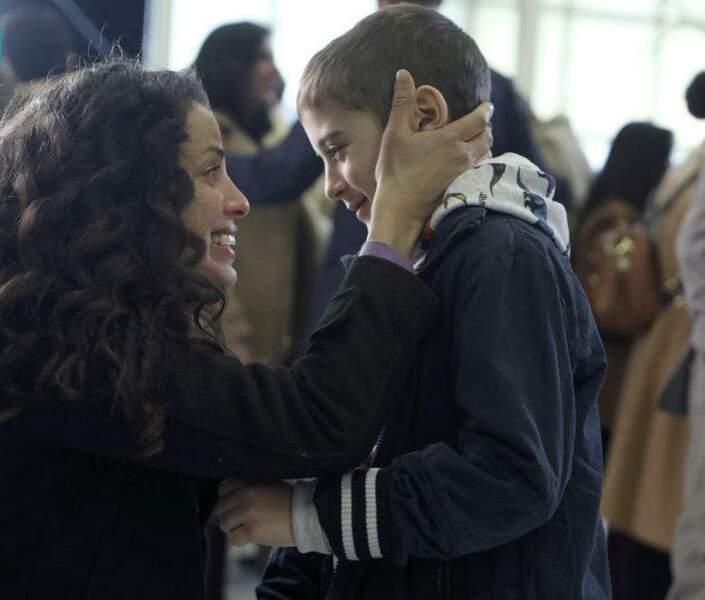 Cal se sépare temporairement de sa mère. Atteint d'une leucémie, il doit prendre un avion avec son père