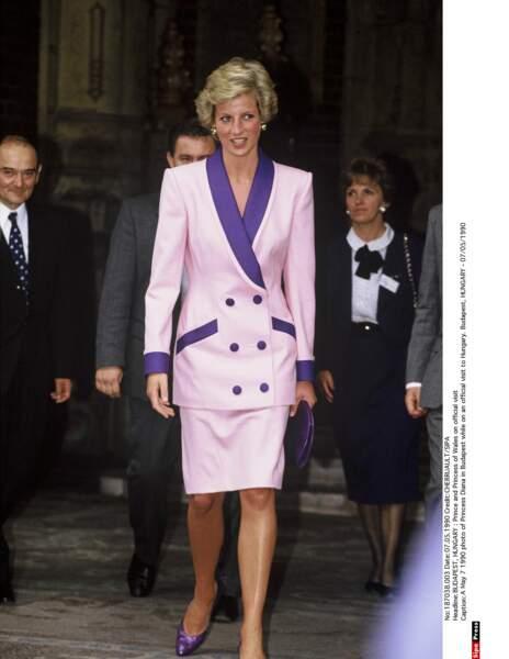 Tailleur classique chic et coloré à Budapest en 1990