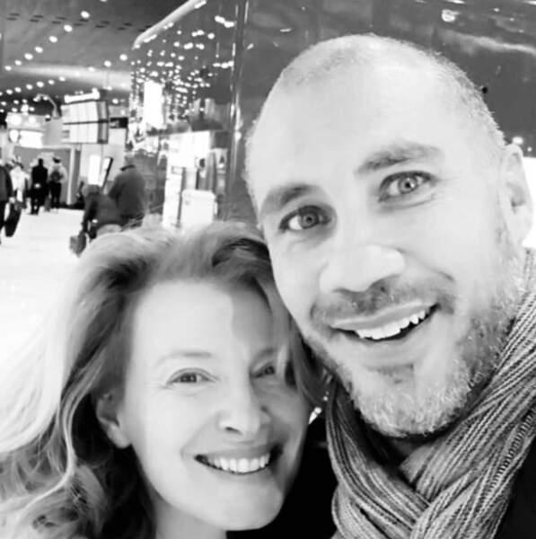 Retrouvailles à l'aéroport pour Valérie Trierweiler et son chéri Romain Magellan.