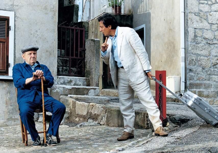 ... les papys de l'île passent leurs journées assis dans la rue...