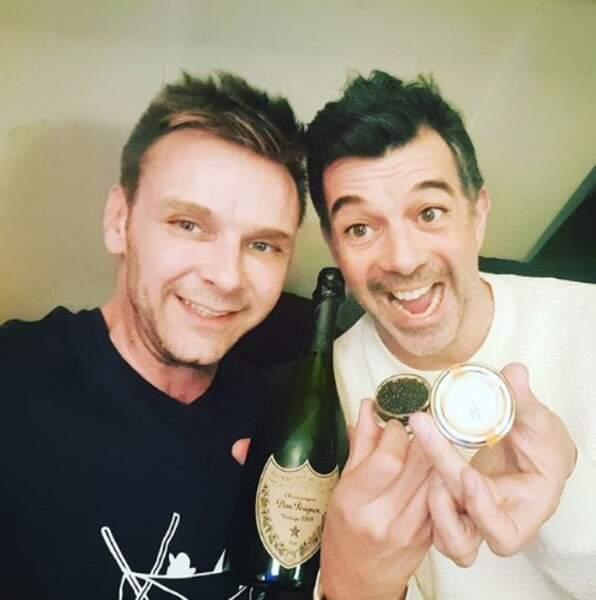 Et pour se remonter le moral, rien de tel que du champagne et du caviar pour Jeanfi Janssens et Stéphane Plaza.