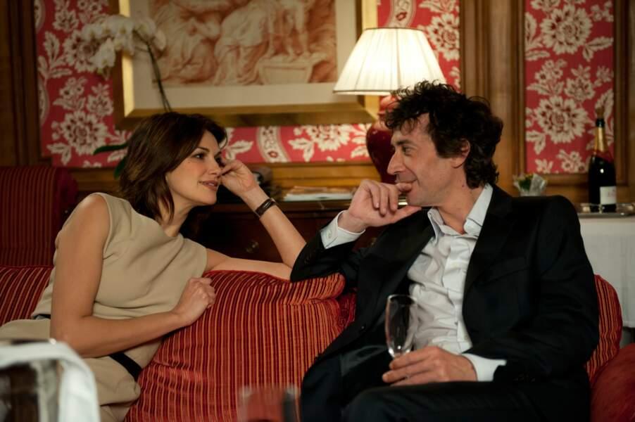 Ambiance cosy pour Eric Elmosnino et Héléna Noguerra dans Hôtel Normandy (2012)