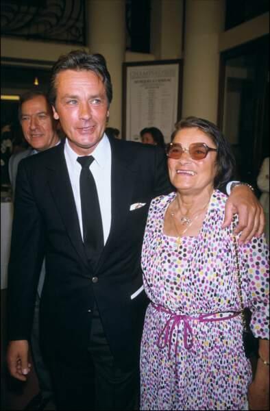 Avec sa maman Edith en 1988. Alain connaitra pourtant une famille d'accueil et la pension jusqu'à ses 14 ans