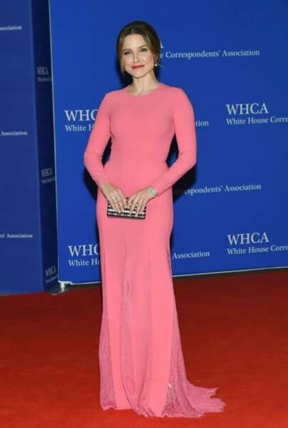 L'actrice Sophia Bush (Les Frères Scott) en rose bonbon !