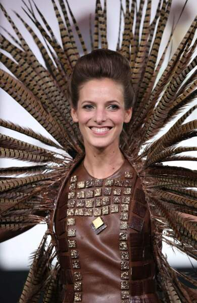 La ravissante Elodie Varlet (Plus belle la vie), dans une tenue qui nous évoque un paon. Pas vous ?