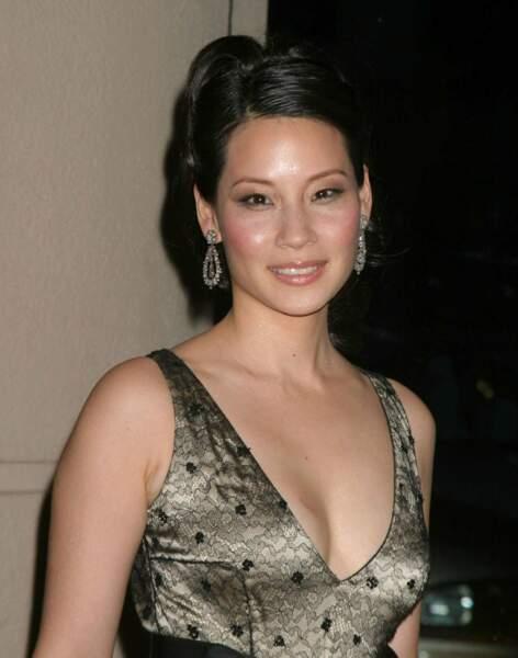 On continue avec la sublime Lucy Liu : la voici en 2004 (35 ans)
