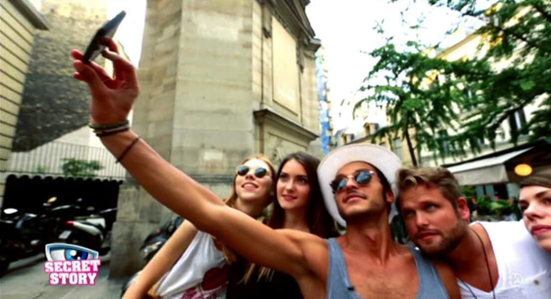 Le mec est en prime sur TF1 et il fait un selfie...