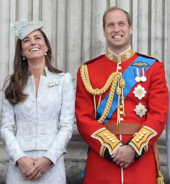 Kate et William, très distraits au balcon du Trooping the colour