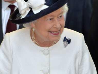 Elisabeth II : Pimpante en rose pour les commémorations du Débarquement à Paris