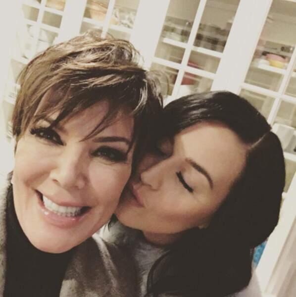 Allez, un peu d'amour avec les Kardashian. Kris Jenner + Katy Perry = love.