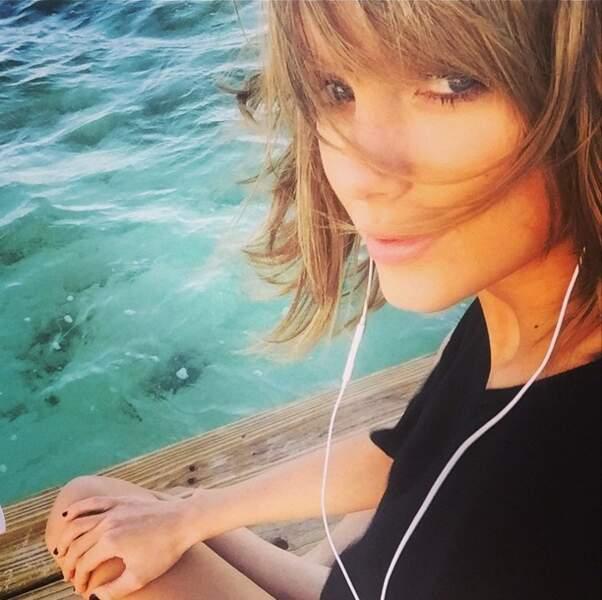 Un peu de poésie avec Taylor Swift, sublime, au bord de l'eau