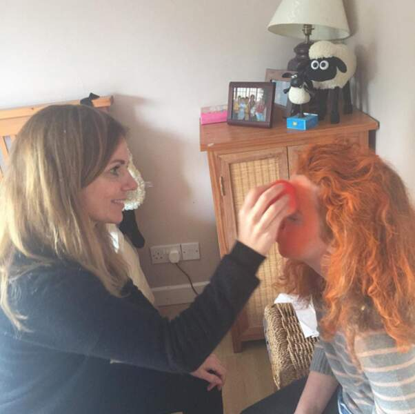 Mais Halloween est aussi une fête familiale : Geri Halliwell, ex-Spice Girls, a maquillé sa fille Bluebell.