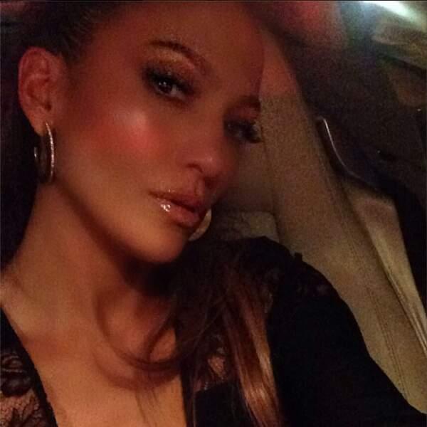 Continuons avec Jennifer Lopez, qui n'aime QUE son profil droit