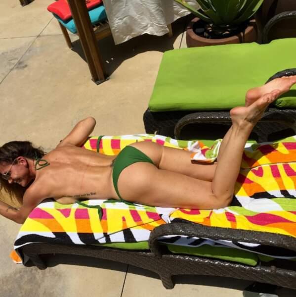 Un peu de sexy, ça vous dit ? Charisma Carpenter, Cordelia dans Buffy, topless à la plage.