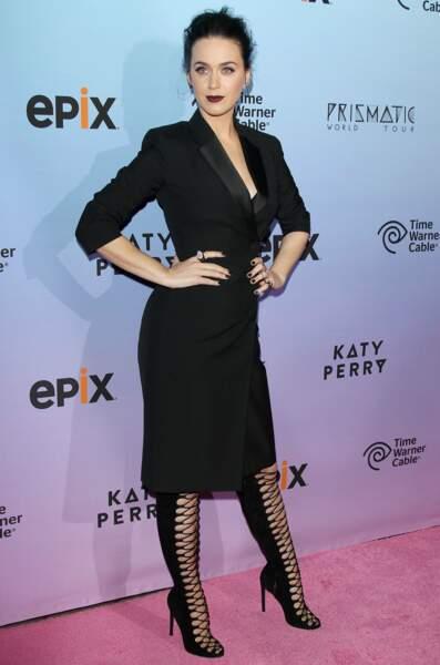 Katy Perry, elle, lui donne une touche un côté gothique