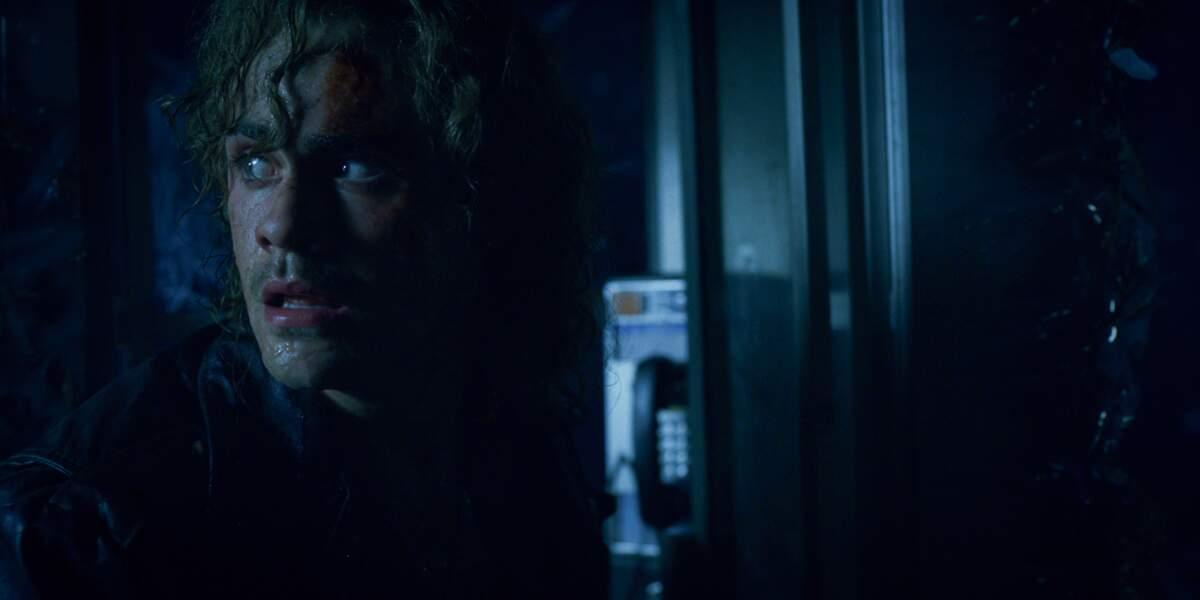 Billy (Dacre Montgomery) semble inquiet