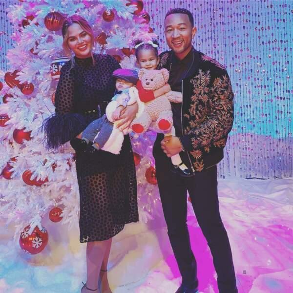 Chrissy et John lors d'un enregistrement pour NBC, un avant gout de Noël avec Miles et Luna