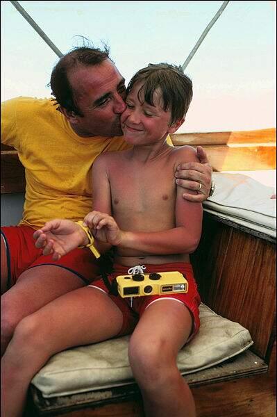 Claude Brasseur et son fils Alexandre en vacances aux Seychelles en avril 1981