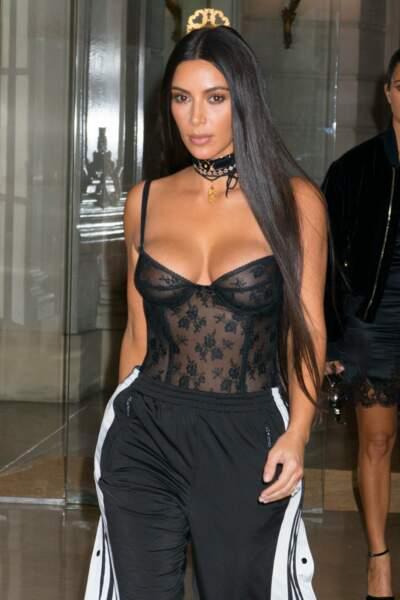 À la boutique Givenchy, Kim Kardashian mise sur la transparence