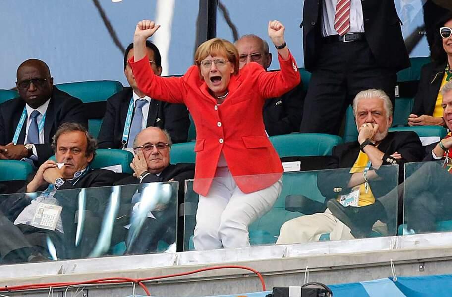 Angela Merkel est à fond derrière l'Allemagne ! Et ça marche, vu que l'équipe a terrassé le Portugal !