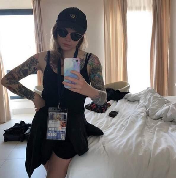 La chanteuse adore les montrer quand elle fait des selfies