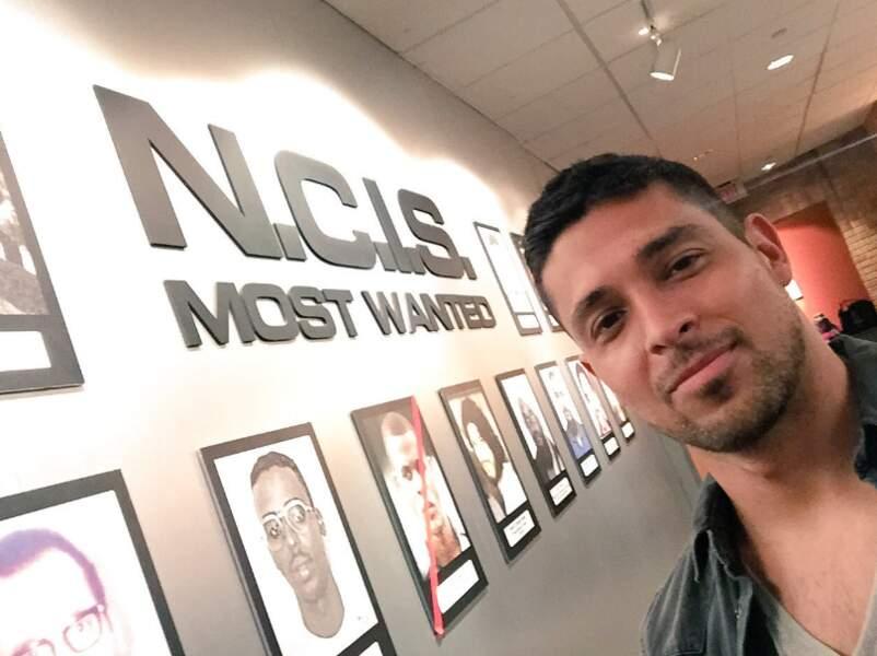 Nick Torres (Wilmer Valderrama) sur son nouveau lieu de travail…