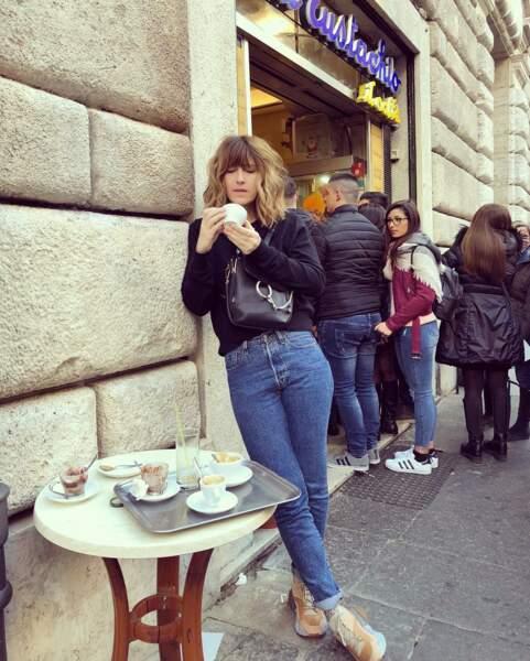 Une petite tasse de café, Daphné ?