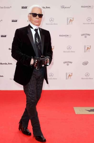 45. Karl Lagerfeld (@KarlLagerfeld) - Grand couturier, designer, photographe, réalisateur (325 679 followers)