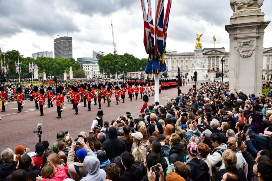 1400 soldats ont défilé en l'honneur de la souveraine