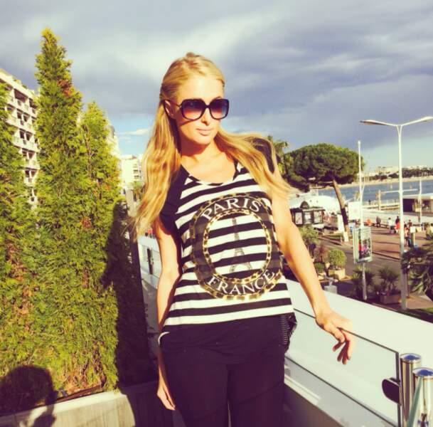 Paris Hilton, son t-shirt prouve au moins une chose : Elle n'est pas très douée en géographie