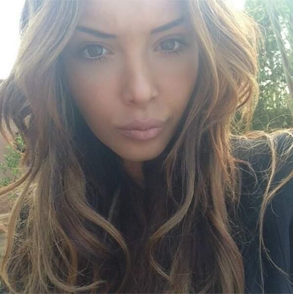 Nabilla continue les selfie