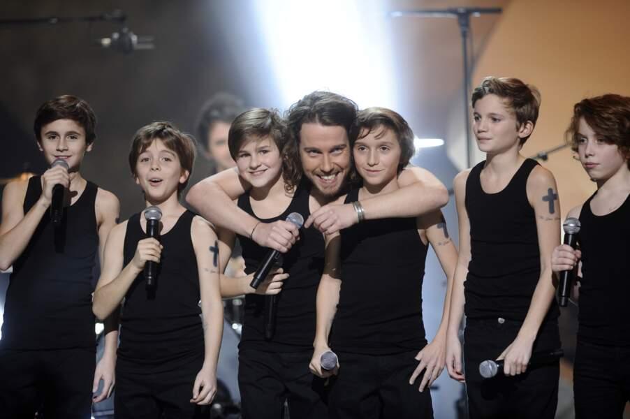 """Julien Doré et sa chorale de """"mini-moi"""""""