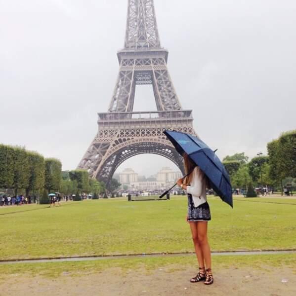 ... ou jouer les touristes sous la pluie parisienne