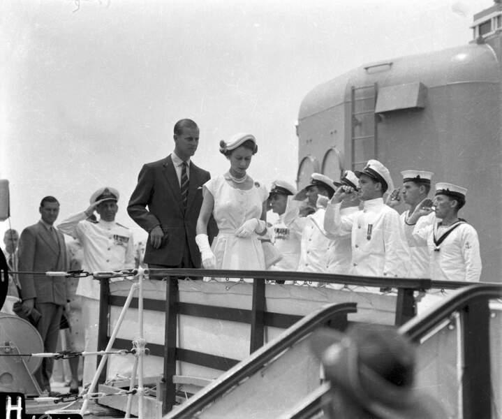 La reine et son prince effectuent dès 1953 leur premier tour du monde