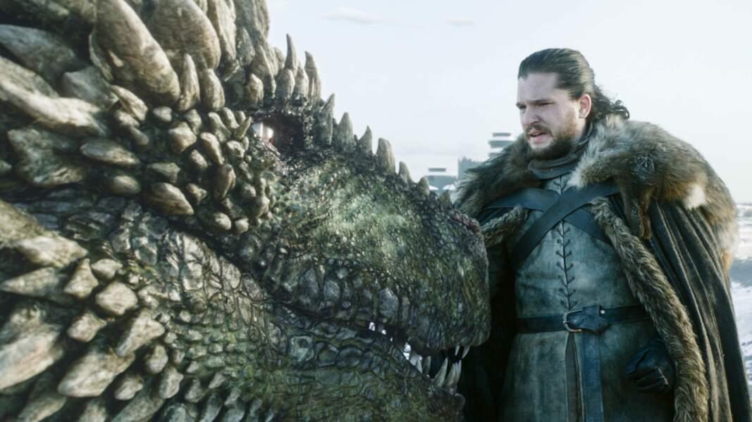 Dans la saison 8, Jon Snow s'offre pour la première fois un tour en dragon…Pas si facile que ça !