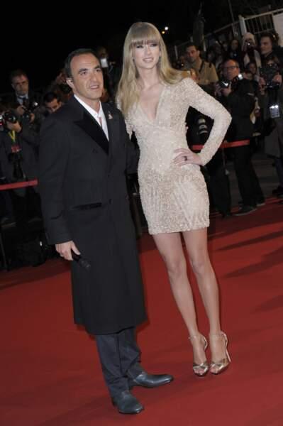 Le maître de cérémonie, Nikos Aliagas, en charmante compagnie, avec Taylor Swift.
