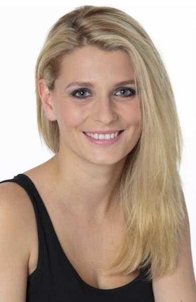 Laura, joueuse de poker confirmée, va-t-elle bluffer les candidats ?
