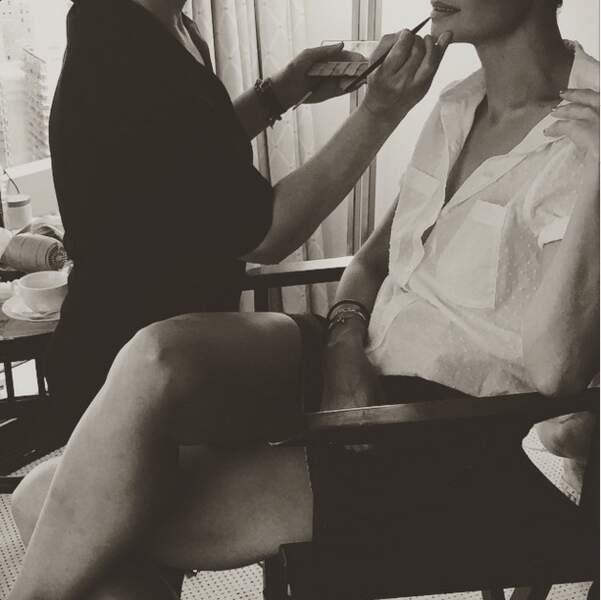 Katie Holmes a également immortalisé sa séance de maquillage