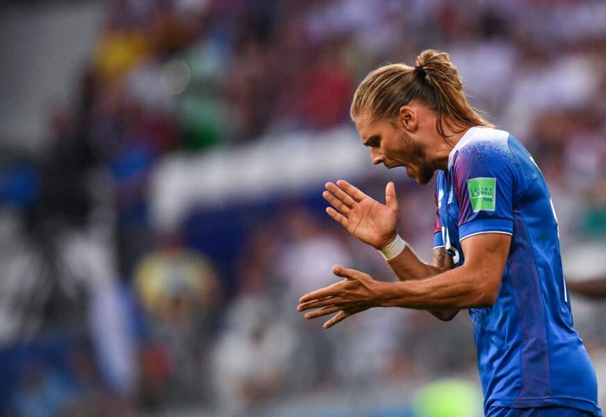 Rurik Gislason s'énerve lors du second match du Mondial de l'Islande face au Nigeria