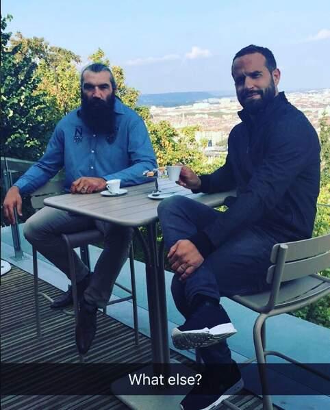 Entre deux matches, Fred a aussi le temps de prendre un petit café avec Sébastien Chabal