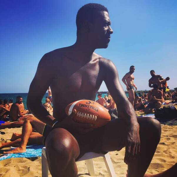 Mmmm... Beaucoup trop de monde sur cette plage pour jouer au ballon