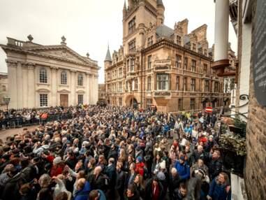 Obsèques de Stephen Hawking : Eddie Redmayne et Felicity Jones étaient présents