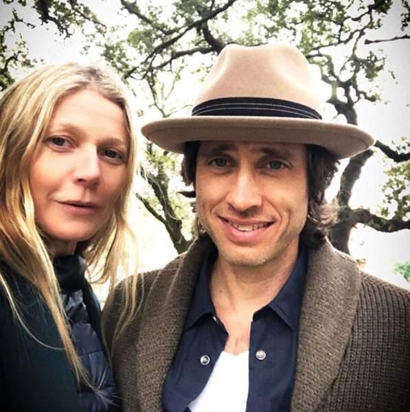 Gwyneth Paltrow posait avec son mari, Brad Falchuk.