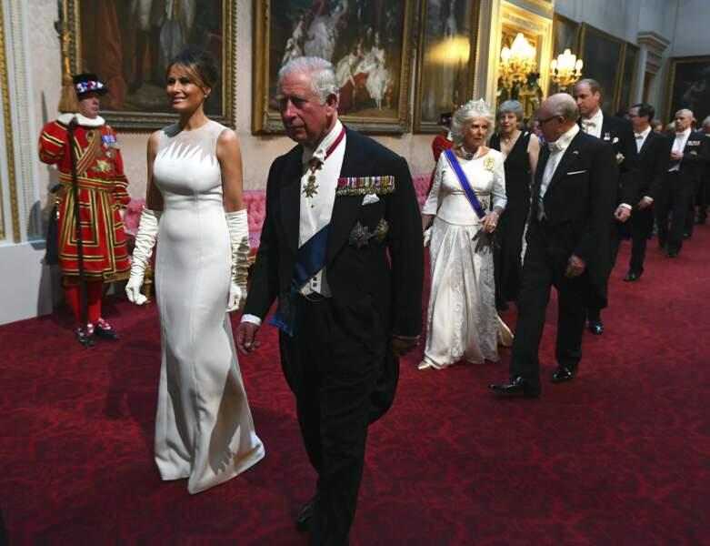 Le prince Charles sert de chevalier servant à la First Lady