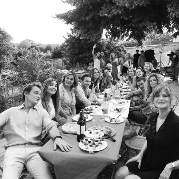 En tout cas, tout le monde est ravi de se retrouver autour d'un bon repas…